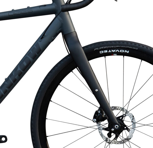 Aries Alu Gravel Bike von Sport Hrinkow Vorderansicht