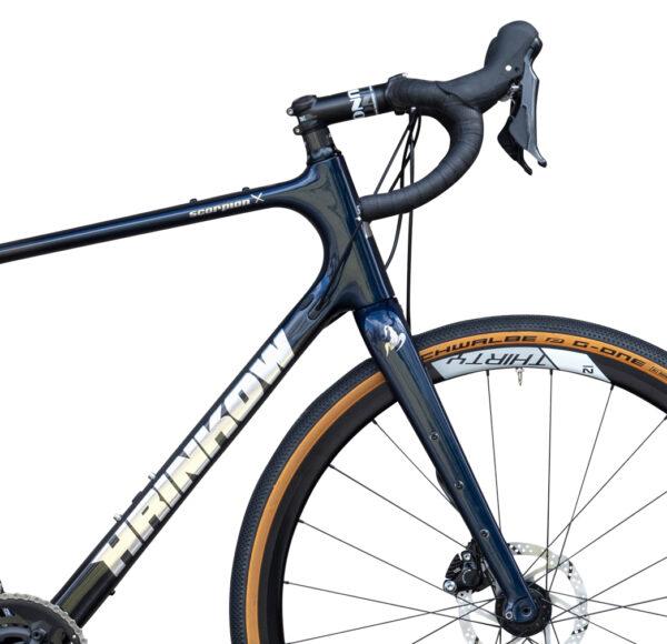 Scorpion Carbon Monocoque Gravel Bike von Sport Hrinkow Vorderansicht